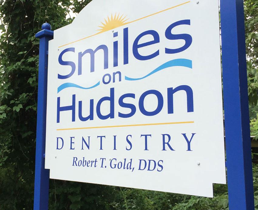 Smiles on Hudson Signage